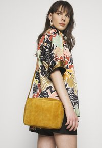 Even&Odd - LEATHER - Borsa a tracolla - mustard - 1