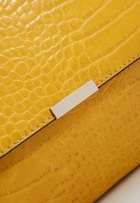 Even&Odd - Clutch - yellow - 2