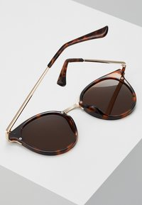 Even&Odd - Sunglasses - brown - 3