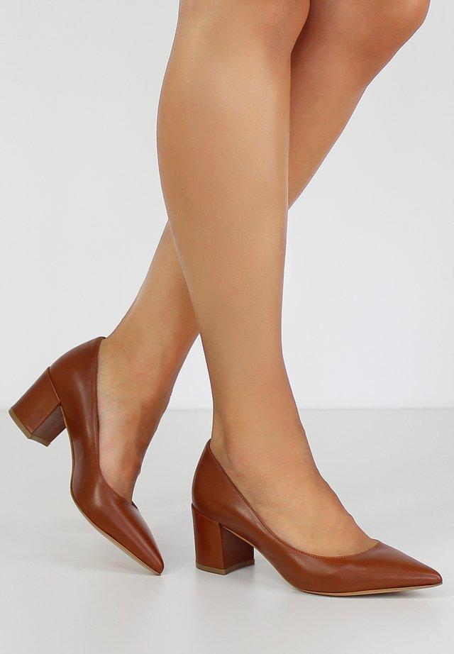 ROMINA - Classic heels - cognac