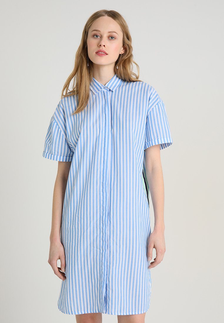 Emily van den Bergh - Shirt dress - white/blue