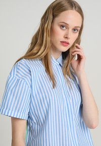 Emily van den Bergh - Shirt dress - white/blue - 3
