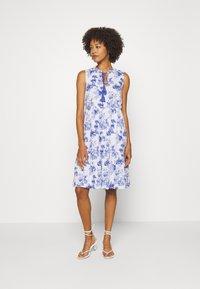 Emily van den Bergh - DRESS - Denní šaty - white/blue - 1