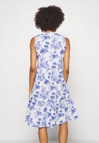 Emily van den Bergh - DRESS - Denní šaty - white/blue - 2
