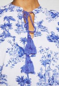 Emily van den Bergh - DRESS - Denní šaty - white/blue - 4