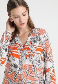 Emily van den Bergh - Blouse - orange/black - 3