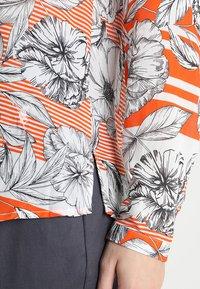 Emily van den Bergh - Blouse - orange/black - 5