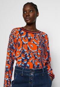 Emily van den Bergh - Blouse - orange - 3