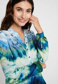 Emily van den Bergh - Blůza - green blue - 3