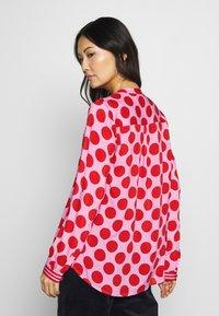 Emily van den Bergh - Blouse - red dots - 2
