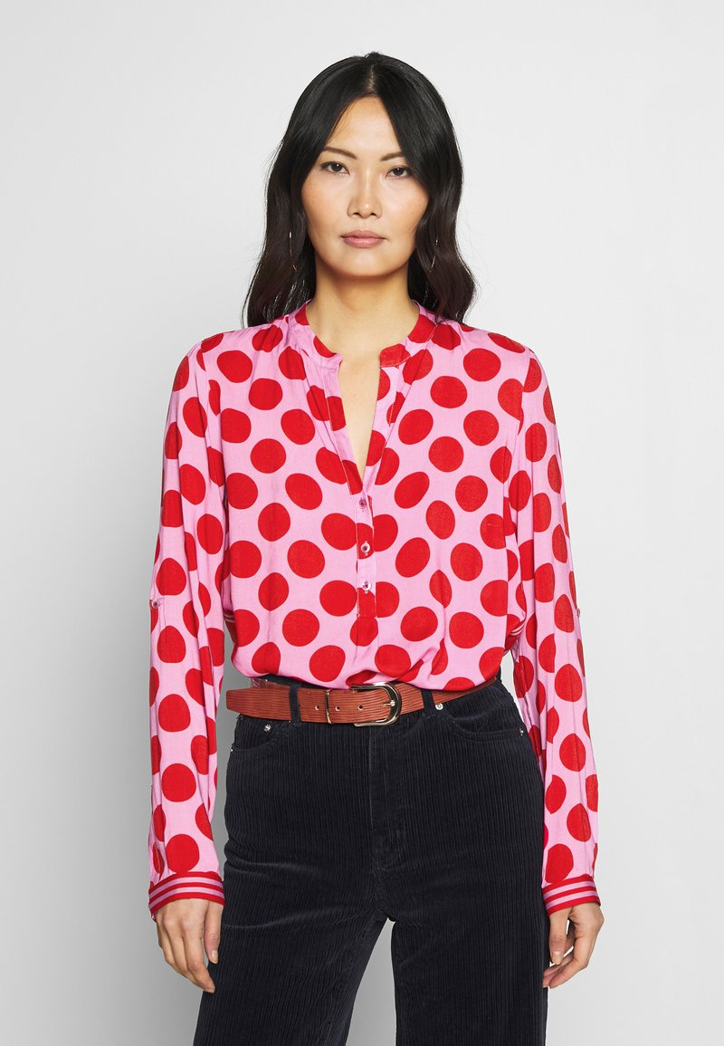 Emily van den Bergh - Blouse - red dots