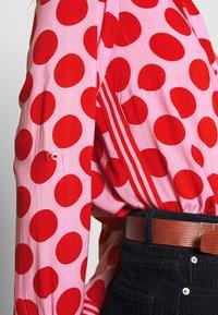 Emily van den Bergh - Blouse - red dots - 5