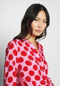 Emily van den Bergh - Blouse - red dots - 3