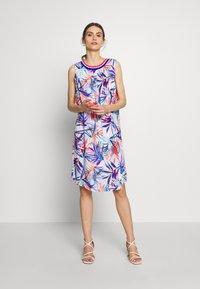 Emily van den Bergh - Day dress - red/blue - 2