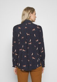 Emily van den Bergh - Button-down blouse - red/navy - 2