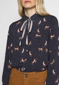 Emily van den Bergh - Button-down blouse - red/navy - 5