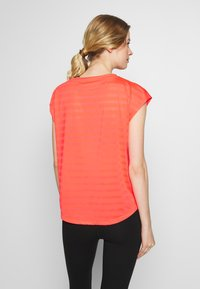 Even&Odd active - T-shirts med print - coral - 2
