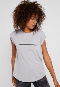 Even&Odd active - T-shirt con stampa - silver - 0