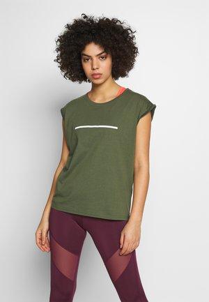 T-shirts med print - olive