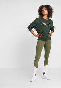 Even&Odd active - Leggings - dark green/multicolor - 1