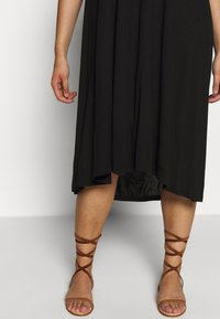 Even&Odd Curvy - BASIC JERSEY DRESS - Žerzejové šaty - black - 5