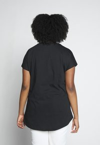 Even&Odd Curvy - Print T-shirt - black/nude - 2