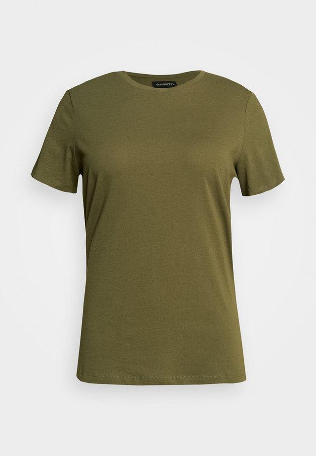 T-shirts basic - olive night