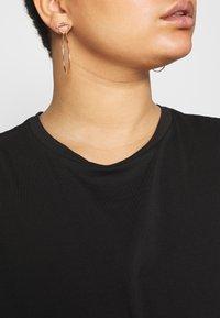 Even&Odd Curvy - Basic T-shirt - black - 5