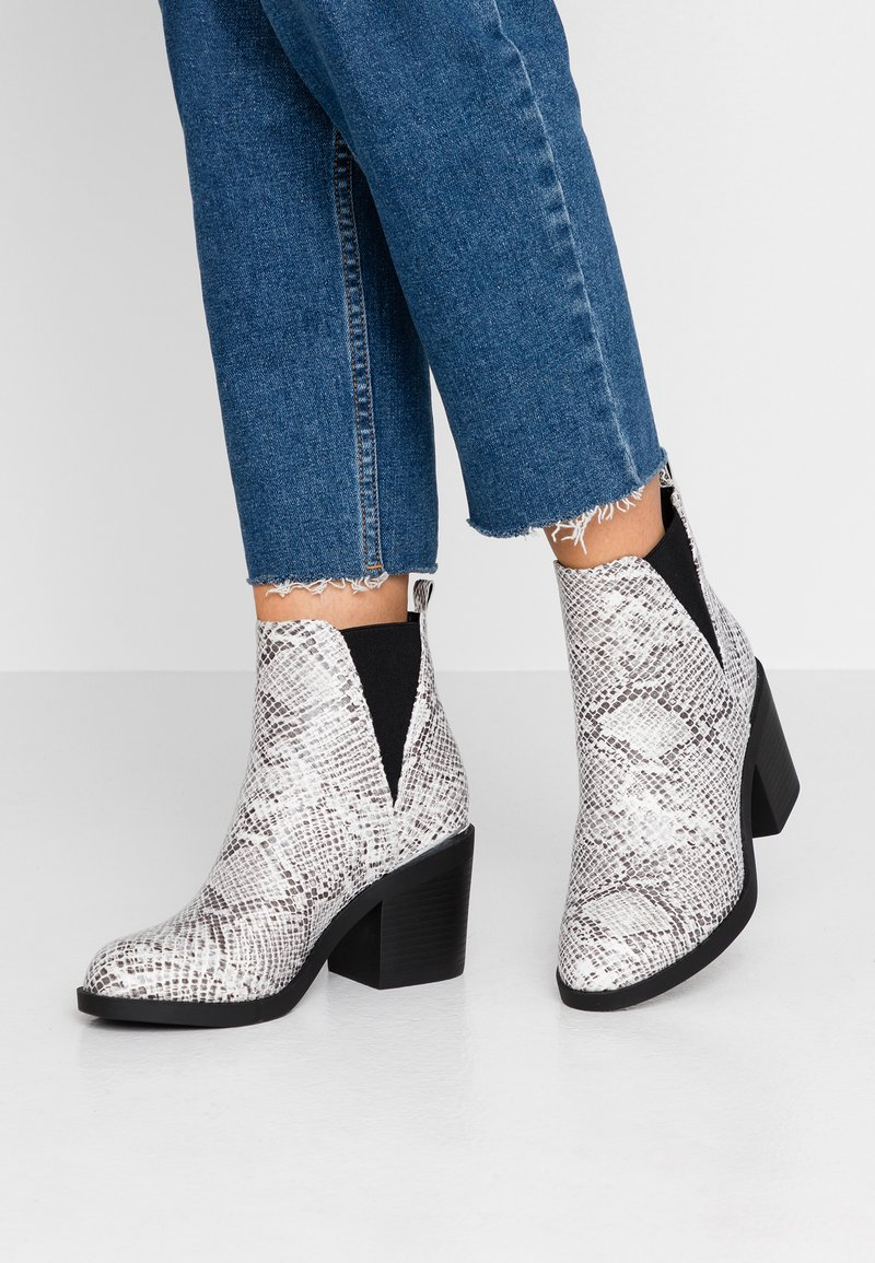 Even&Odd Wide Fit - Ankle boots - white/black