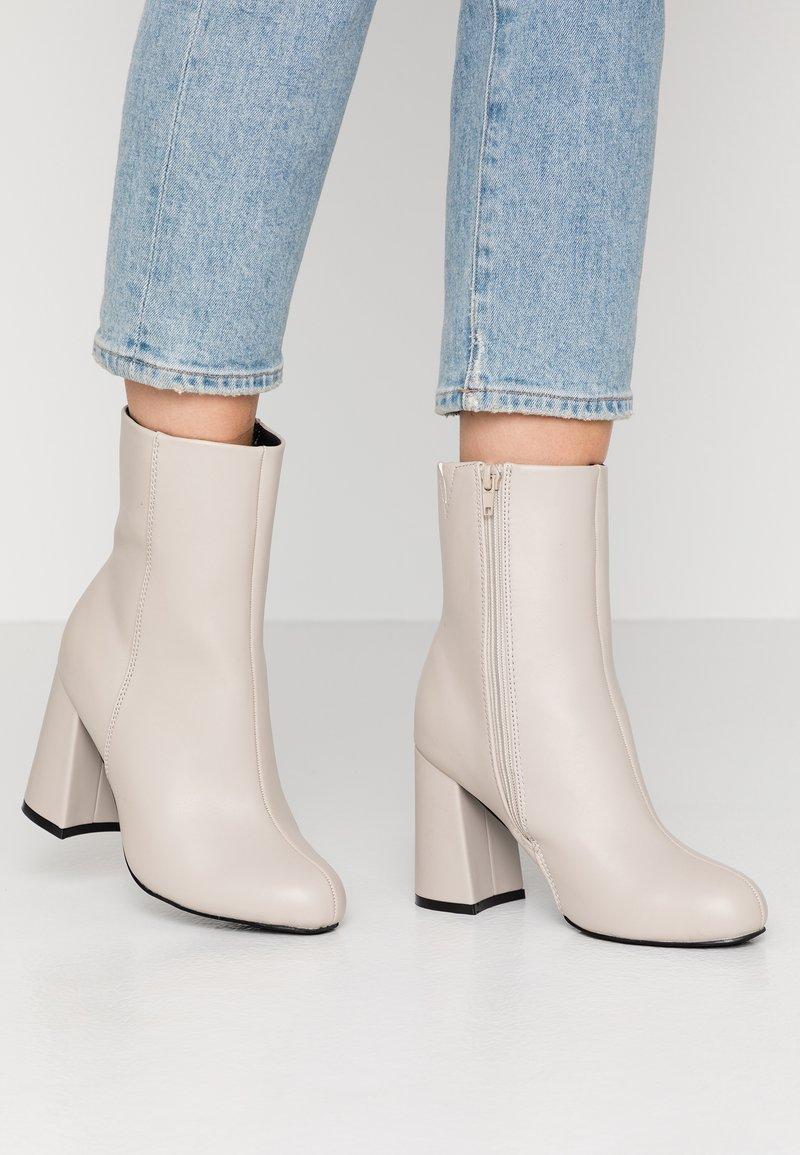 Even&Odd Wide Fit - Enkellaarsjes met hoge hak - light grey