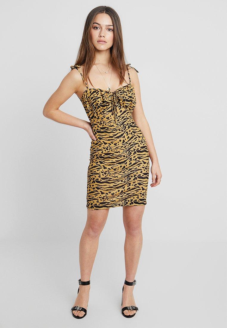 Even&Odd Petite - Shift dress - tan