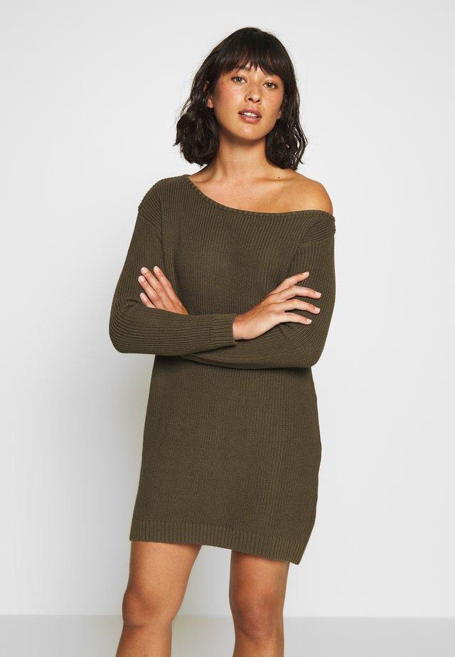 Stickad klänning - khaki
