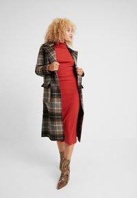 Even&Odd Petite - Robe fourreau - rust - 1