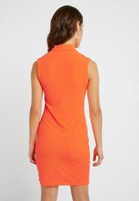 Even&Odd Petite - Etui-jurk - neon orange - 2