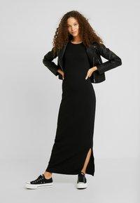 Even&Odd Petite - Maxi dress - black - 2