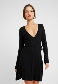Even&Odd Petite - BASIC DAY DRESS - Denní šaty - black - 0