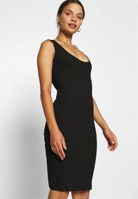 Even&Odd Petite - Vestido de tubo - black - 3