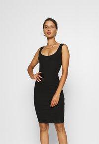 Even&Odd Petite - Vestido de tubo - black - 0