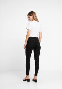 Even&Odd Petite - T-shirt med print - white - 2