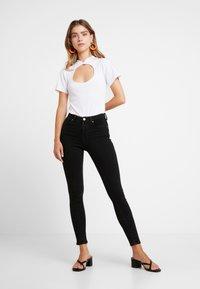 Even&Odd Petite - T-shirt med print - white - 1