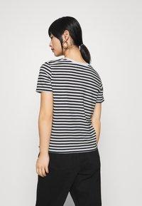Even&Odd Petite - T-shirt con stampa - black/white - 2