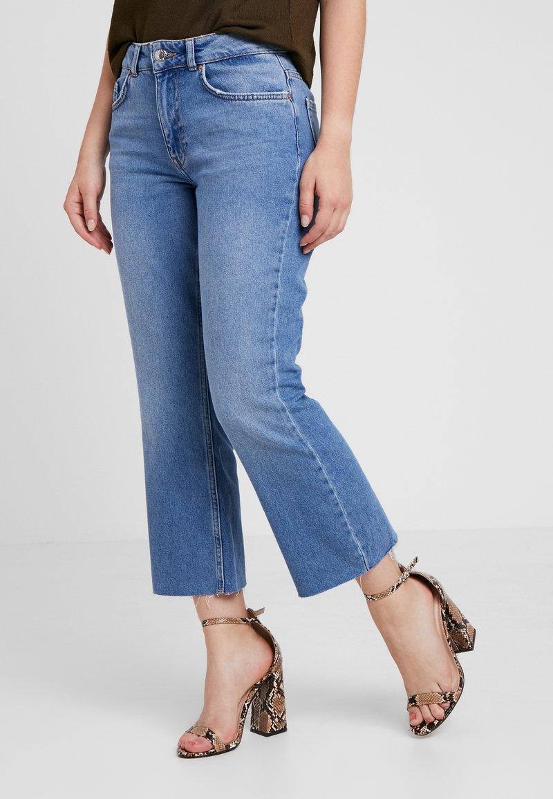 Even&Odd Petite - Flared jeans - light blue