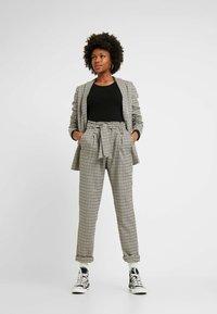 Even&Odd Tall - BASIC CREW NECK LONG SLEEVES - Långärmad tröja - black - 1