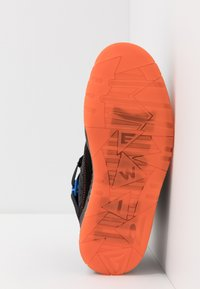 Ewing - FOCUS X STARKS - Skate shoes - black/red/orange - 4