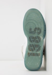 Ewing - 33 HI X LAURENS - Zapatillas altas - white/pale gold - 4