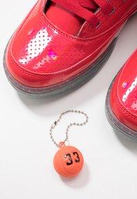 Ewing - 33 X BIG PUN - Zapatillas altas - chinese red/metallic silver/white - 5