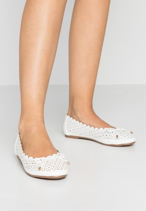 WIDE FIT RENNY LAZER CUT BALLET - Ballet pumps - white
