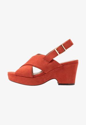 WIDE FIT HOWDY CROSS OVER WEDGE - Sandales à plateforme - spice