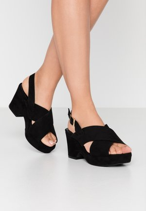 WIDE FIT HOWDY CROSS OVER WEDGE - Sandali con plateau - black