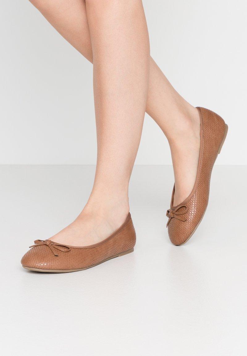 Evans - WIDE FIT  - Ballet pumps - tan